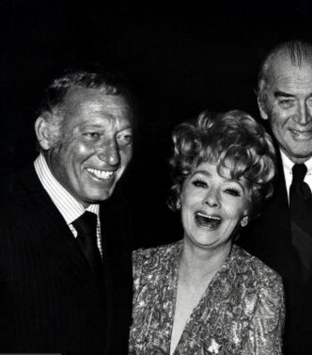 В 1975 году, после тридцатилетнего перерыва, она возродила актерскую карьеру.
