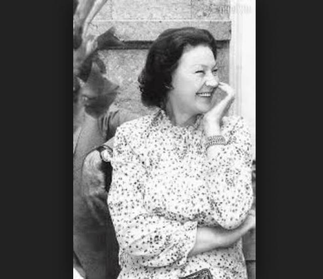 Долгие и теплые отношения связывали актера также с преподавательницей английского языка Ниной Крайновой. Женщина переехала к своему мужу из далекого Баку и осталась с ним до своей смерти, на долгих 48 лет.