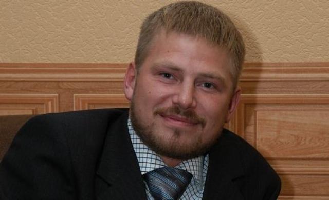 После шоу Сергей уволился из таможни, занялся политикой (был депутатом городского собрания) и бизнесом.