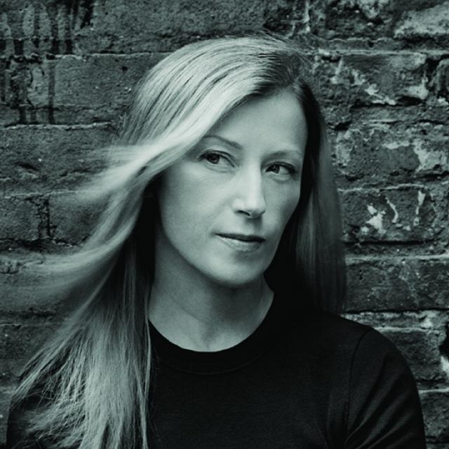 Автор - Синди Шерман , популярная современная американская художница, работающая в технике постановочных фотографий.