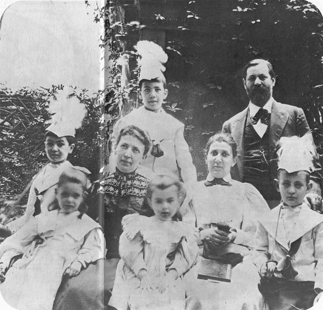Известно, что Фрейд был противником контрацепции, из чего его биографы сделали вывод: после рождения дочери Анны он перешел к полному воздержанию.