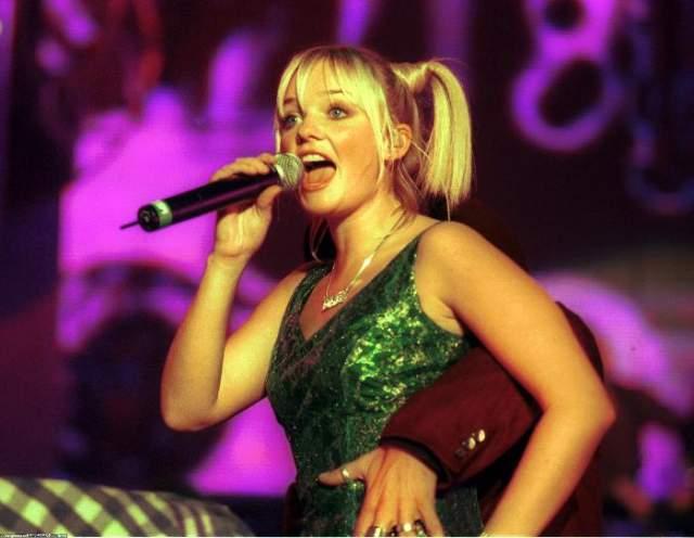 """После распада группы в 2000 году девушка занялась сольной карьерой и даже выпустила три альбома. Но особой популярности Эмма не добилась. С 2008 года участвует в крупных телепроектах: была судьей британского """"Х-фактора"""" и шоу талантов, оценивала мастерство участников """"Танцев на льду"""" и сама участвовала в """"Танцах со звездами""""."""