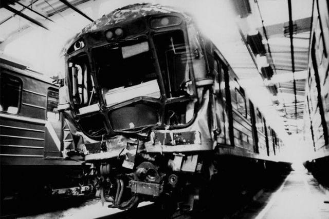 """А в 9:14, когда поезд прибыл на станцию """"Петровско-Разумовская"""", но еще не успел открыть двери, как в него врезался состав, идущий следом."""
