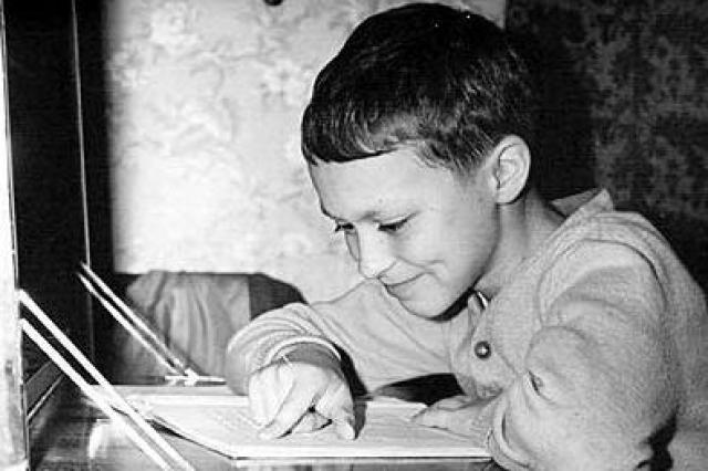Этот прилежный мальчик - Александр Домогаров .