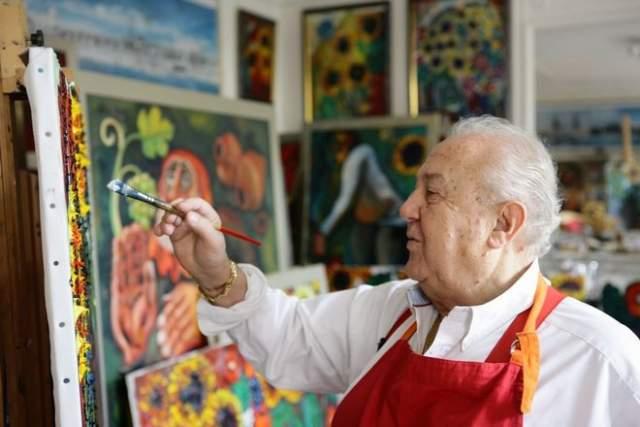 Автор более пяти тысяч произведений живописи, графики, скульптуры и монументально-декоративного искусства вырос в Тбилиси, в семье, где витал дух художественного искусства. Обучался во Франции, где общался с Пабло Пикассо и Марком Шагалом. С конца 1960-х годов и до сих пор активно работает в области монументального искусства.