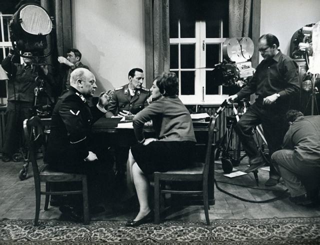 Громче других возмущались военные, которым не понравилось, что согласно фильму войну выиграли одни разведчики. Лиозновой пришлось исправлять ситуацию, и она включила в фильм еще несколько сот метров документальной хроники.