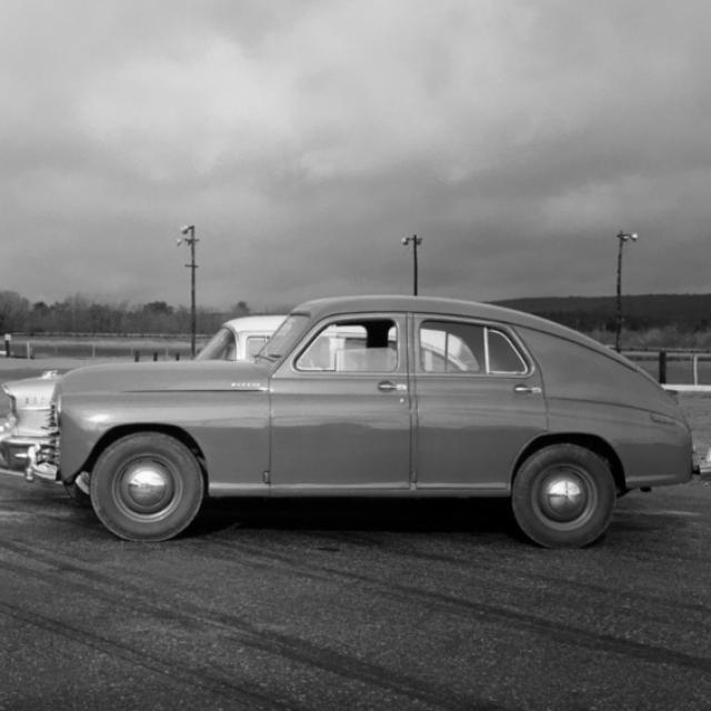 Победа стала одним из первых в мире автомобилем с понтонным кузовом (без выступающих деталей, таких как фары, подножки и крылья) и производился крупносерийно. За все время с конвейера ГАЗ сошли почти 240 тысяч экземпляров.