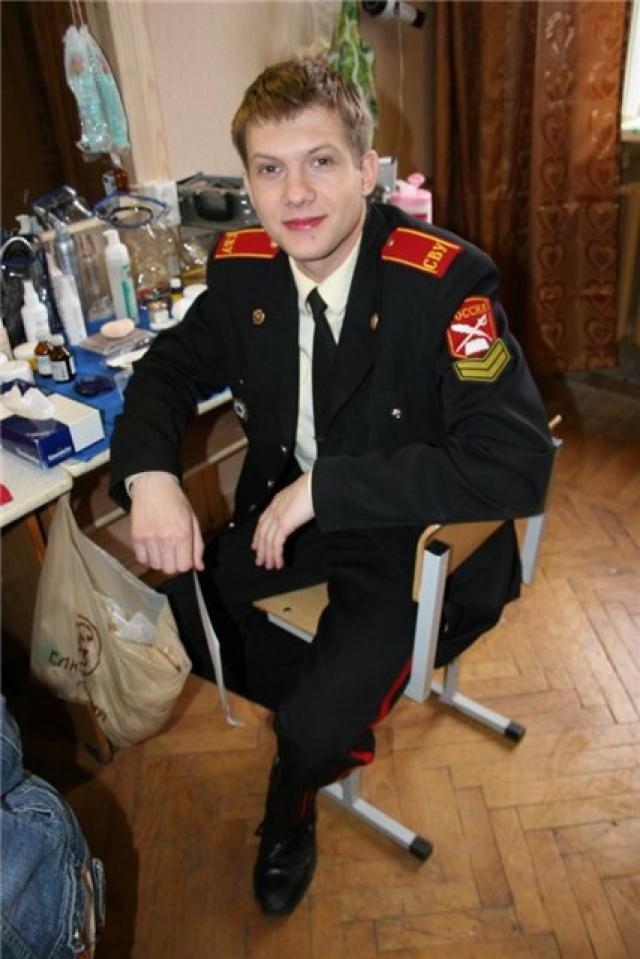 Борис Корчевников исполнил роль ученика Суворовского училища, 14-летнего курсанта Синицина, когда ему было уже 24 года.
