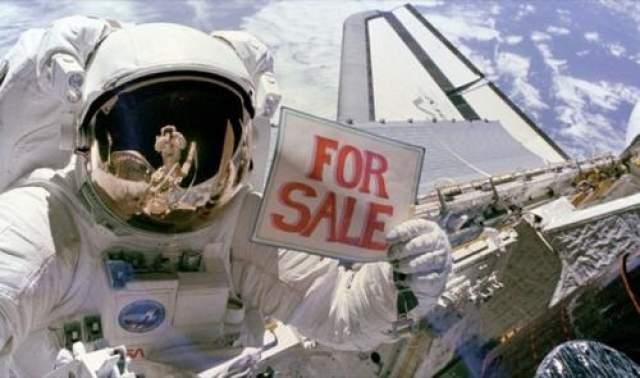 """Космический туризм Идея космических поездок с туристической целью была высказана все тем же Кларком в романе """"Лунная пыль"""" , а на практике ее впервые осуществил Деннис Тито - первый космически турист."""
