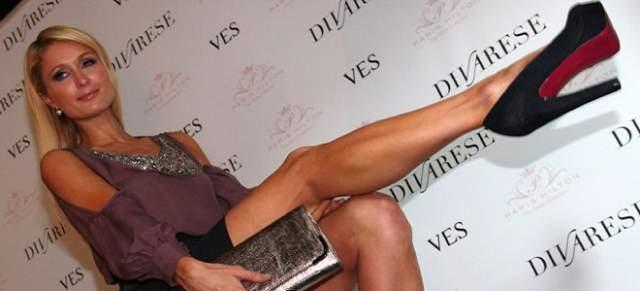 Многие известные дизайнеры специально для Хилтон делали туфли больших размеров, а потом и сама девушка решила выпустить линию для женщин с нестандартными размерами ног.