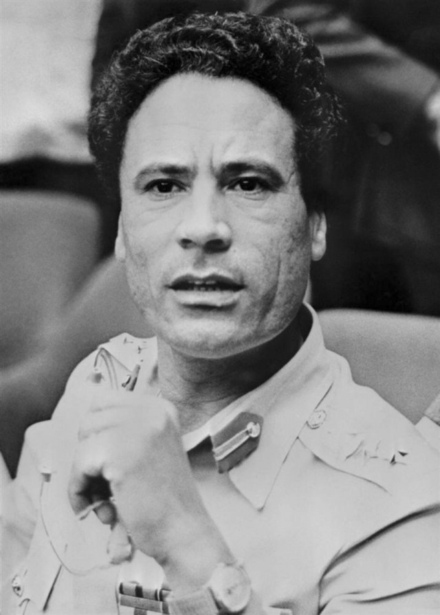 По одному из предположений, отец Каддафи - выходец из племени аль-каддафа, который кочевал, пас верблюдов и коз, а мать с тремя старшими дочерьми занималась домашним хозяйством.