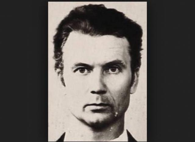 """Андрей Чикатило - """"Бешеный зверь"""". Наверное, самый известный советский серийный убийца, чья страшная история была показана в документальных фильмах, рассказана во множестве статей и книг, а имя стало нарицательным."""