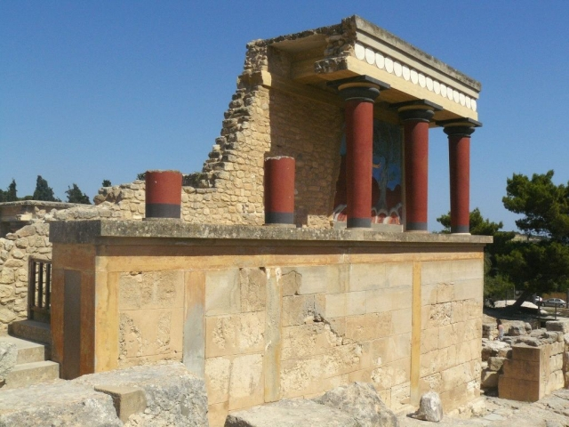Эванс установил, что Крит был центром минойской цивилизации, существовавшей в 3-2-м тысячелетии до н. э. и обладавшей собственным языком и письменностью.