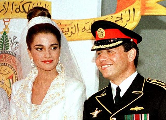 Королева Рания и король Иордании Абдулла II поженились 10 июня 1993 года. Свадьба старшего сына короля была событием государственного масштаба.