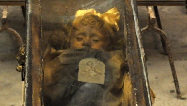 Розалия Ломбардо. Стеклянный гроб с нетленным телом двухлетней девочки находится в небольшом храме в Палермо.
