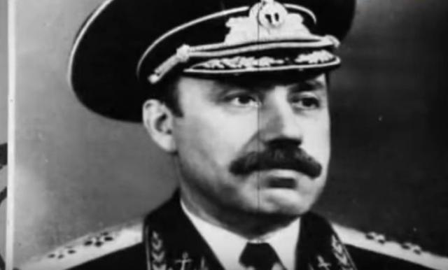 Всерьез расследовалась версия предательства и международного терроризма. Здесь подозрение пало на вице-адмирала Рудольфа Голосова, который значился в полетном списке, но не полетел.