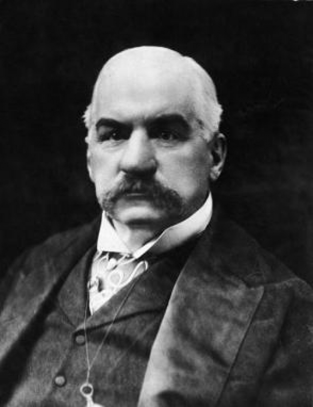 Вскоре банкир Джон Пирпонт Морган попросил Теслу построить Всемирный центр беспроводной передачи или попросту, телеграф.