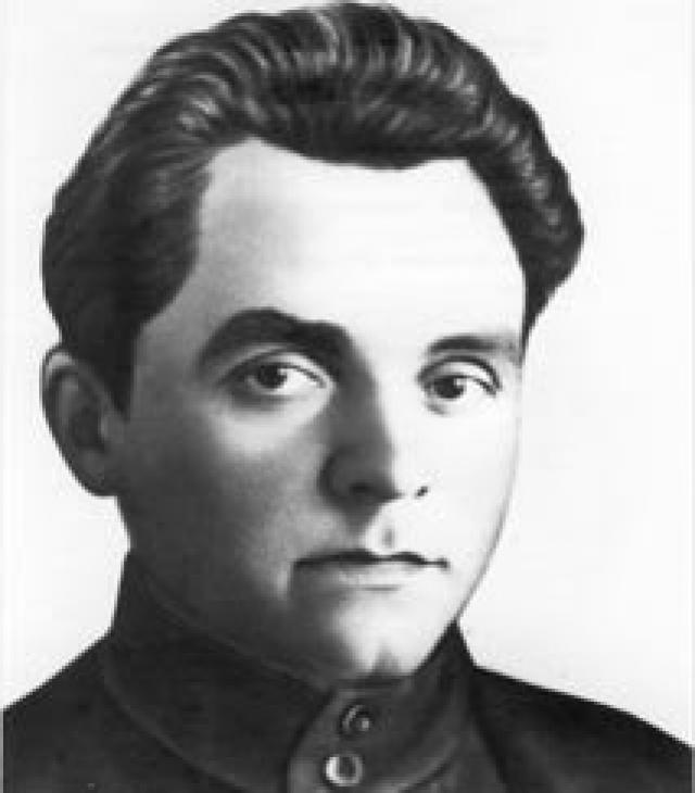 Весной 1917 г. примкнул к эсерам-максималистам, затем перешел к анархистам. В начале 1919 г отправляется в качестве политработника на Восточный фронт, с 25 марта комиссар 25-й стрелковой дивизии, которой командовал В. И. Чапаев.