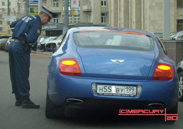 Ксения Собчак. Bentley Continental GT вот уже несколько лет является основным автомобилем экс-кандидата в президенты. Стоит такой примерно 11 млн рублей.