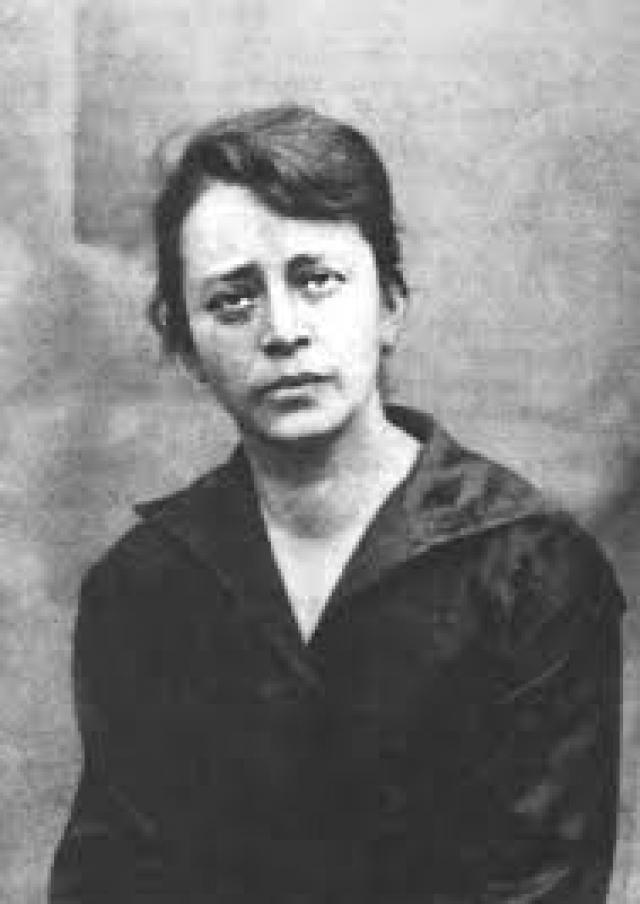 Позже она встретилась с поэтессой Софией Парнок. Муж оставался наружно спокоен и закрывал глаза на то, что супруга ушла от него с женщине.