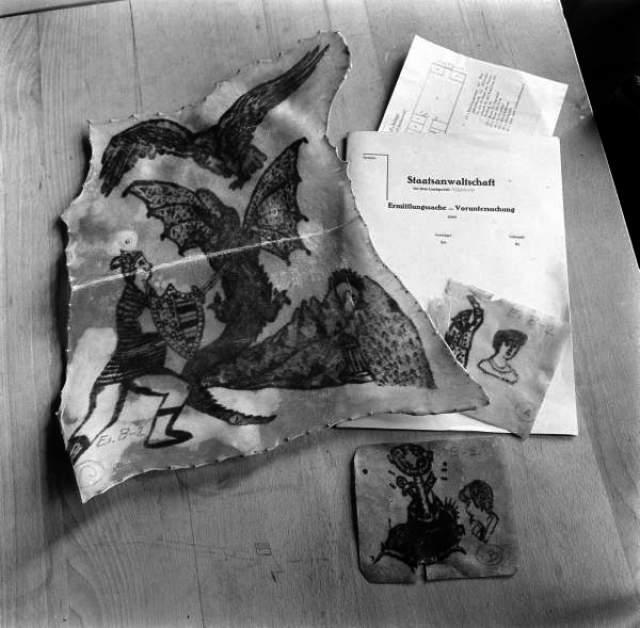 """Ильза отличалась тем, что приказывала снимать кожу с татуированных заключенных. Из нее фрау Кох собственноручно изготавливала различные поделки – перчатки, сумочки, переплеты для книг, абажуры и скатерти. Так женщина заслужила свое прозвище – """"фрау Абажур""""."""