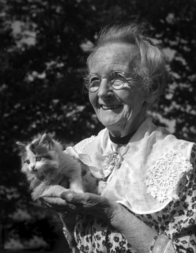 Анна Мэри Мозес прожила 101 год. Однажды она рассказала, что картины для нее не так важны, как важен процесс их написания - творчество снабжало ее энергией.