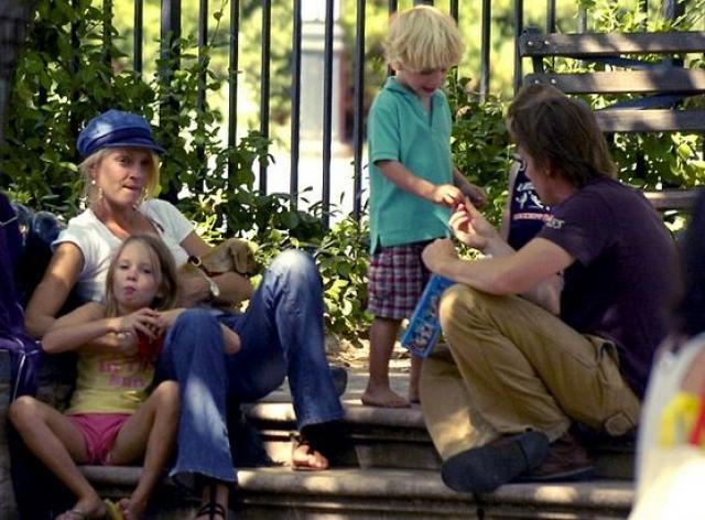 Ума Турман. Актриса в одиночку растила дочку Майю и сына Левона от брака с актером Итаном Хоуком.