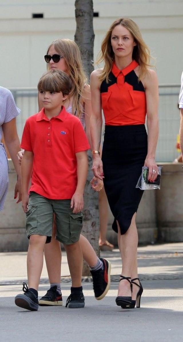 Ванесса Паради. Актриса и модель родила двоих детей бывшему супругу Джонни Деппу.