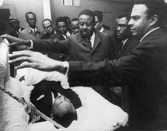 Мартин Лютер Кинг Младший. Лидер американского движения по защите гражданских прав. 4 апреля 1968 году он был убит на балконе гостиничного номера.