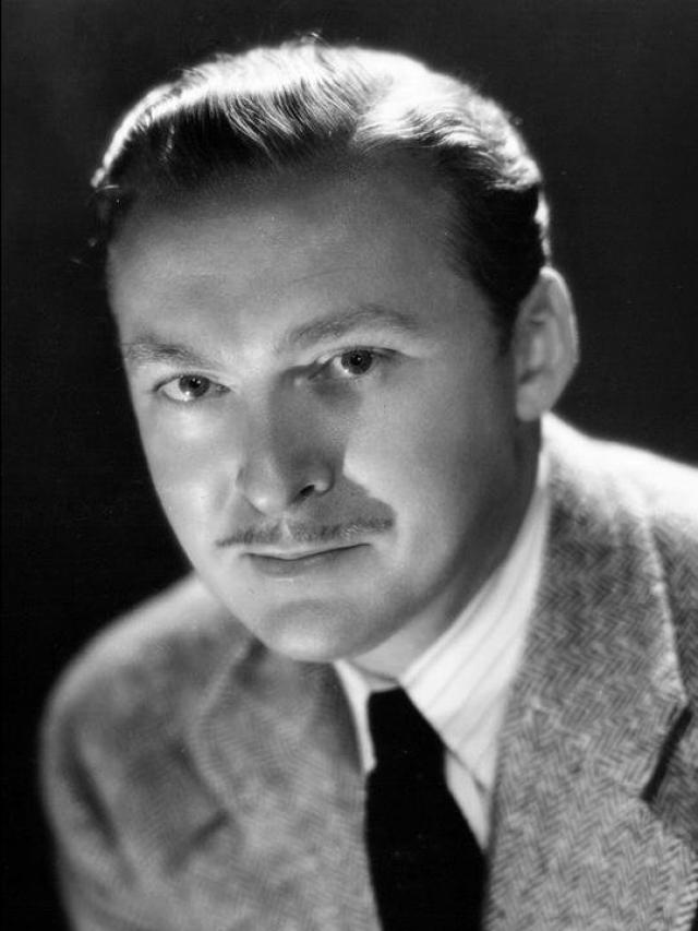 Альберт Деккер. В 1940-е годы актер много снимался в кино и на телевидении, был членом Демократической партии США, а в 1945 году был избран в Ассамблею штата Калифорния, где работал два года.