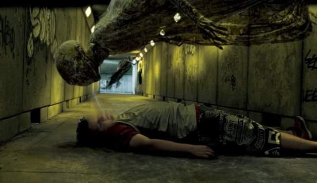 """Дементор """"Гарри Поттер"""" Вероятно, самый пугающий персонаж """"Гарри Поттера"""" (если персонажем можно назвать сгусток мрака, буквально высасывающий жизнь из жертв). Переодически появлялся на протяжении всей киносерии, до падения Темного Лорда."""