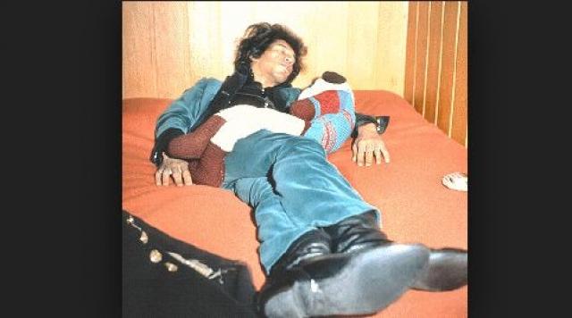 Он провел ночь со своей тогдашней подругой, немкой Моникой Шарлотт Данеман, и умер в постели, захлебнувшись рвотными массами после приема 9 таблеток снотворного.