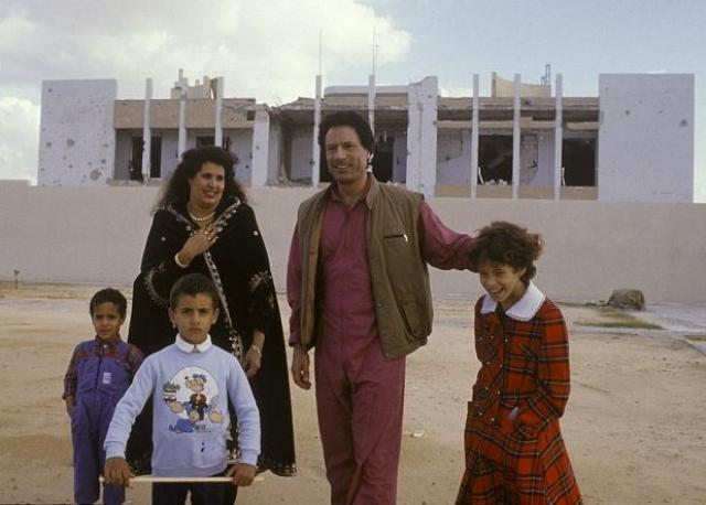 Второй раз Каддафи женился в июле 1970 года на медсестре Сафии Фаркаш, происходившей из ливийского арабского племени аль-барааса. От этого брака у него родилось шесть сыновей и одна дочь