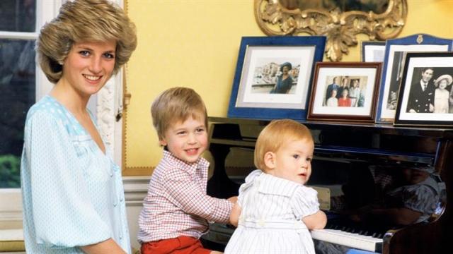 Принцесса наняла собственную няню, отказавшись от услуг королевской, и несмотря на плотный график часто забирала детей из школы.