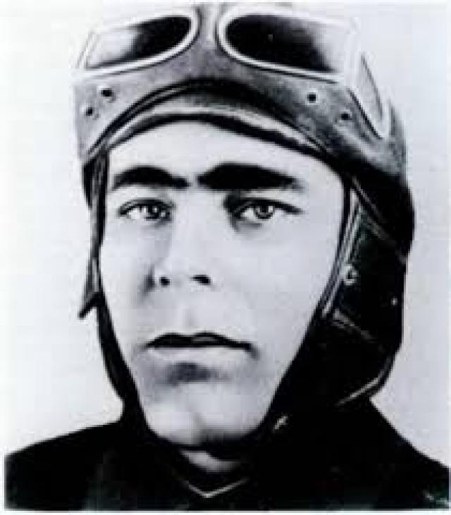 Сначала Брежневу дали звание полковника, потом – генерал-майора.