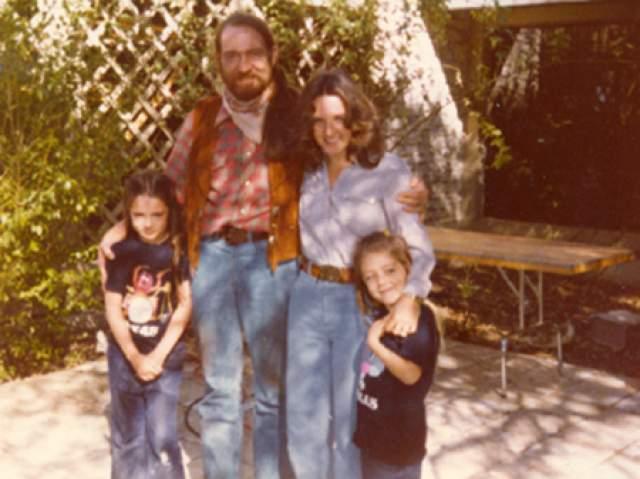 Сын Нельсона, Билли, в 33 года покончил с собой в семейном бунгало в Теннесси. Говорят, это произошло из-за финансовых проблем. Он долгое время боролся с проблемами в эмоциональной сфере, и отец, как мог, помогал ему в этом, - вот только этого оказалось недостаточно.
