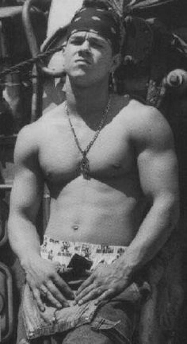 В те годы фото актера было рассчитано на привлечение тинейджерской аудитории.
