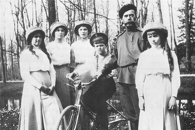 По средним подсчетам среди самозванцев было Алексеев - 81, 53 Марии, 33 Анастасии, столько же самозваных Татьян и меньше всего среди самопровозглашенных наследников было женщин, выдававших себя за Ольгу - 28.