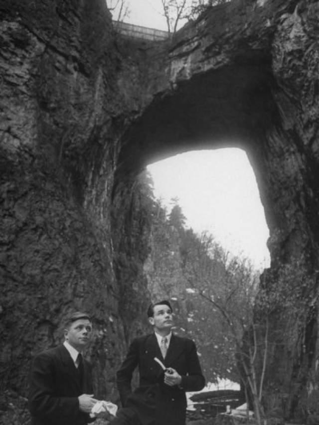 Петр Пирогов и Анатолий Барсов. 9 октября 1948 года летчики перелетели на бомбардировщике Ту-2 ВВС СССР с авиабазы Коломыя в Австрию.