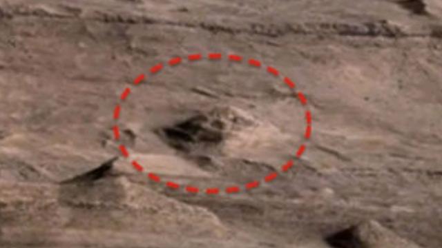 Еще один марсианский сфинкс.