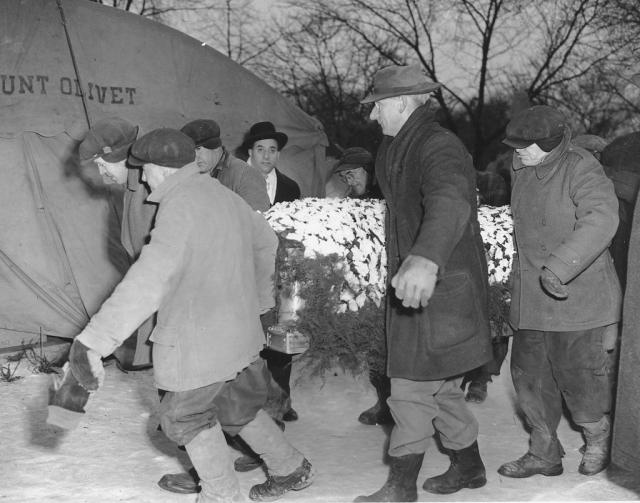 После закрытой погребальной церемонии бывший король Чикаго по желанию семьи был похоронен под анонимным могильным камнем, где покоится и по сей день...