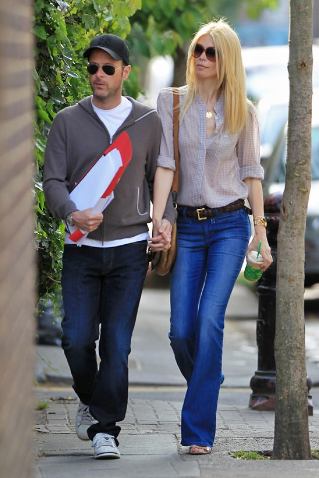 Живет семья в основном в Лондоне, периодически наведываясь в свою двухуровневую квартиру в Монако или апартаменты в Нью-Йорке.