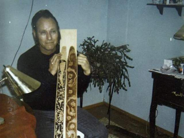 Женщина предоставила следователям фотографию Купера и кожаный ремешок от гитары, на котором могли сохраниться отпечатки его пальцев. Фото дяди Марсы Купер, которая утверждает, что это и есть пресловутый угонщик Боинга 727.