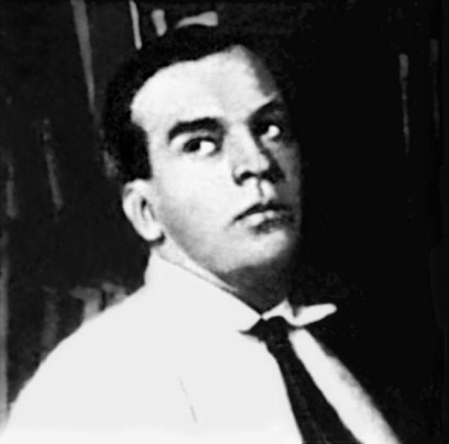 Нервные отношения вскоре закончились разрывом. Утешителем Ахматовой стал Владимир Георгиевич Гаршин. Врач тоже был женат, а его жена, тяжело больная женщина, требовала его постоянного внимания.