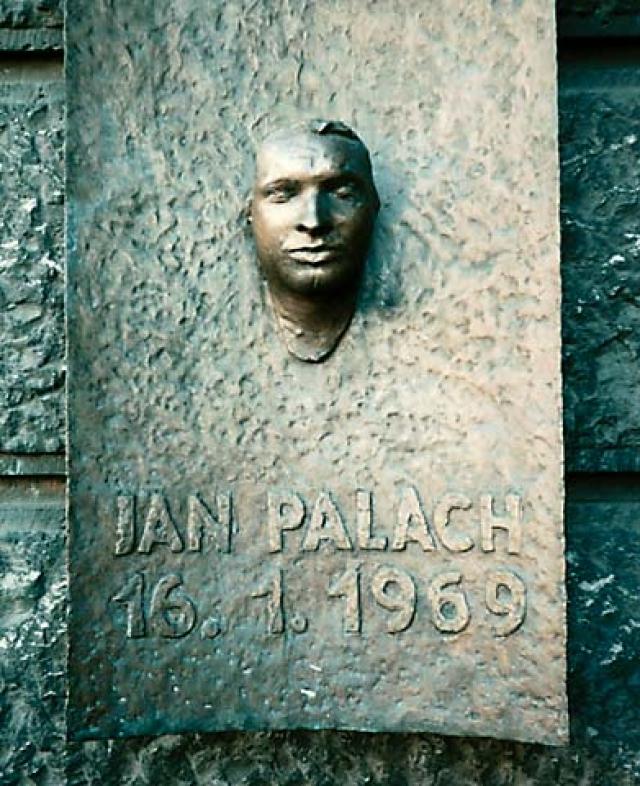 Студент-скульптор Ольбрам Зубек снял с него посмертную маску.