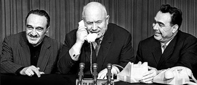 Кроме того, Брежнев участвовал в аресте главы МВД Лаврентия Берии, обвиненного в шпионаже в пользу зарубежных стран.