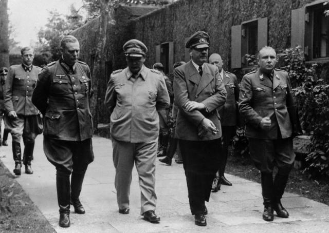 После покушения Гитлер был не в состоянии находиться целый день на ногах, так как из ног было извлечено много осколков (по некоторым данным более 100).