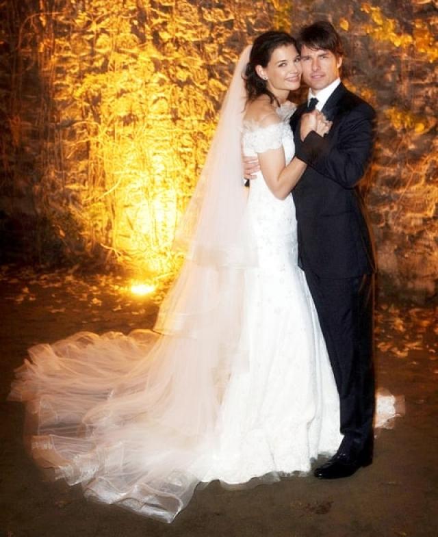 Том Круз и Кэти Холмс. Через год после начала стремительного романа у актеров родилась дочь Сури, а еще через семь месяцев состоялась пышная свадьба, которая обошлась жениху в 2,5 миллиона долларов.