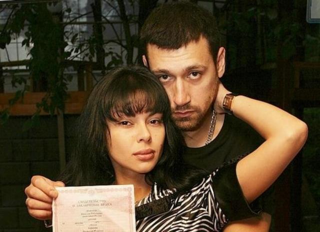 Виктория Карасева и Вячеслав Дворецков. Пара все еще жената, построили себе коттедж в Подмосковье, детей пока нет.