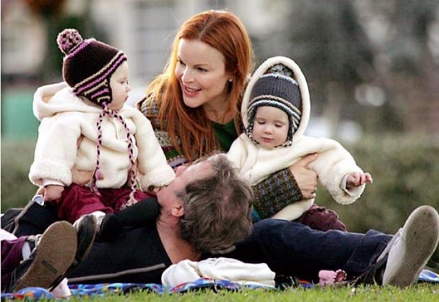 До встречи с супругом Томом Махоуни Марсия подумывала о том, чтобы усыновить ребенка и воспитать его одной. Том, у которого тоже никогда не было семьи и детей, изменил ее мнение - они решили попытаться родить своего ребенка.
